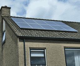 Naar aanleiding van een maatwerkadvies energiebesparing in Assen werden hier 10 zonnepanelen geplaatst
