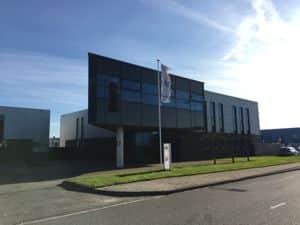 Energielabel voor bedrijfspand aan de Kieler Bocht in Groningen.